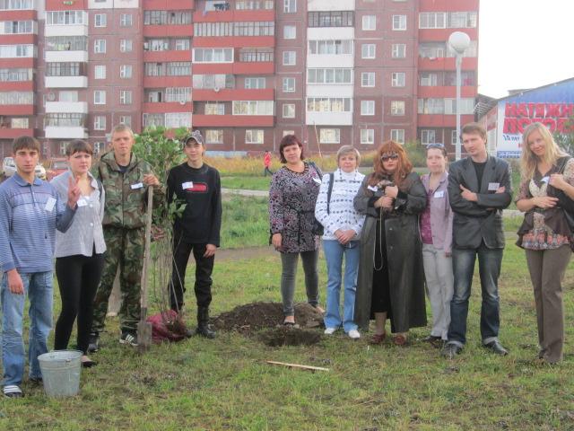 Так силами школы были посажены деревья в районе рынка Сосновый.